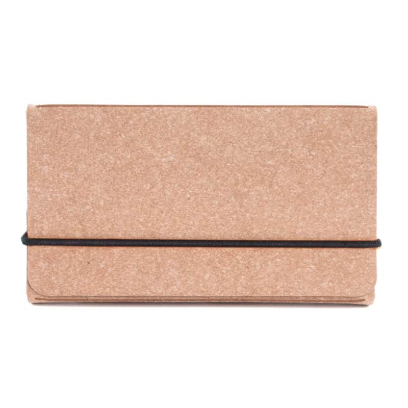 Ruskea uusionahkainen käyntikorttikotelo.