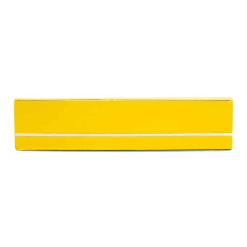 Keltainen uusionahkainen kynäkotelo.