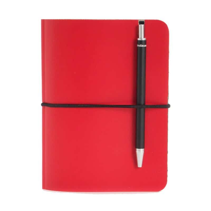 Punainen uusionahkainen Pocket -muistivihko kynällä.