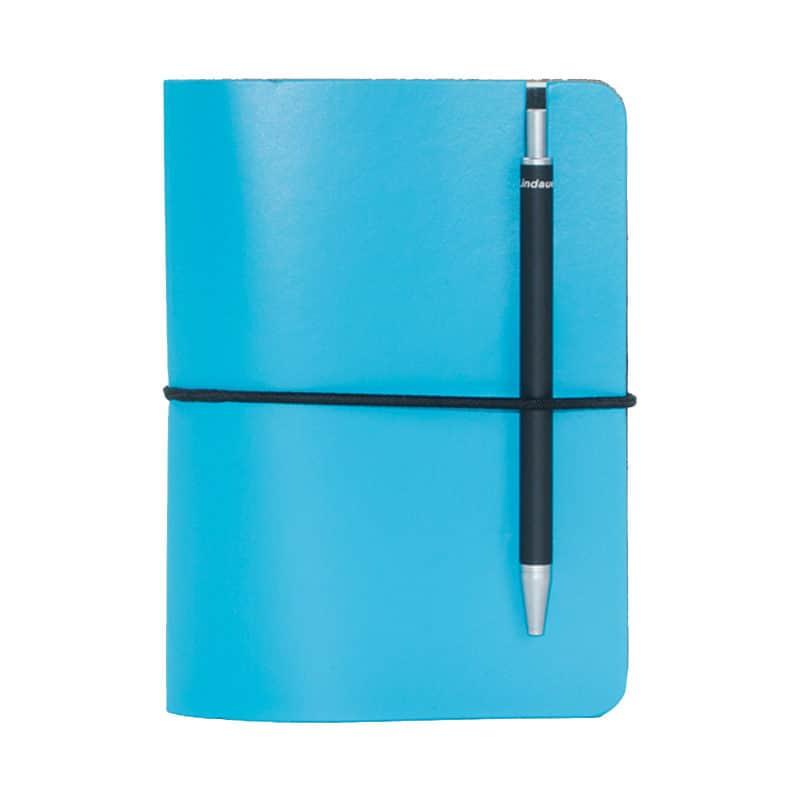 Turkoosi uusionahkainen Pocket -muistivihko kynällä.