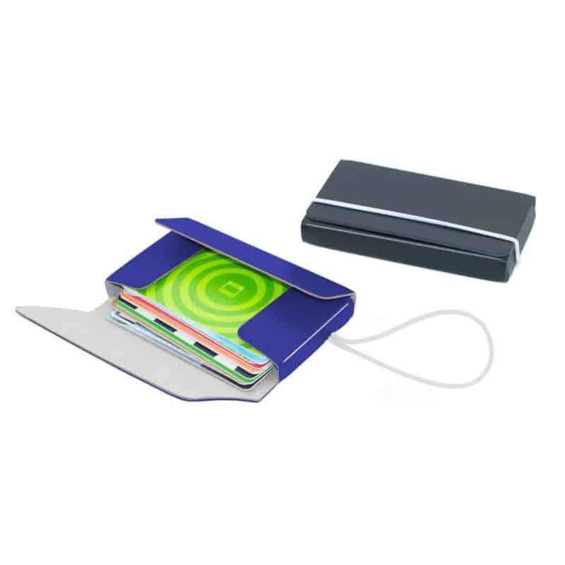 Korttikotelossa voi säilyttää käyntikortteja tai muita kortteja.