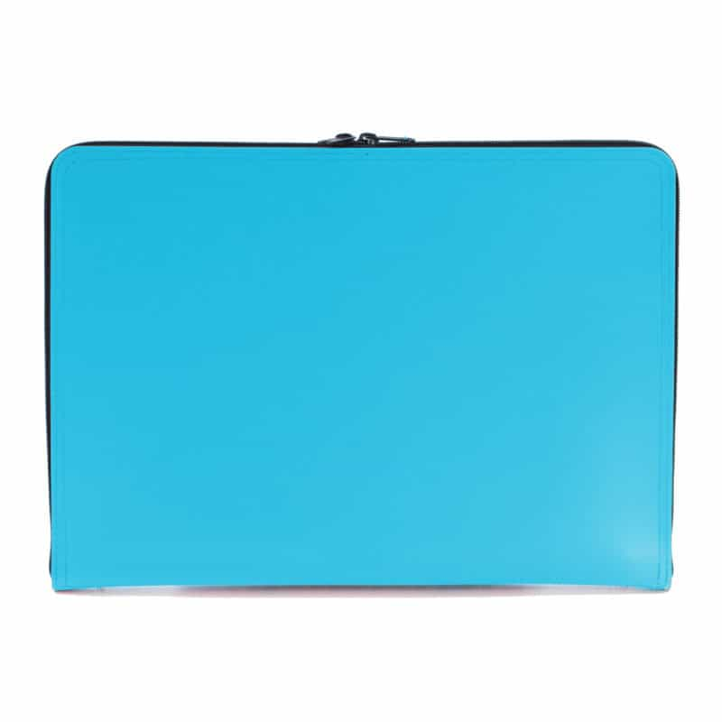 Turquoise laptop case made of regenerated leather.