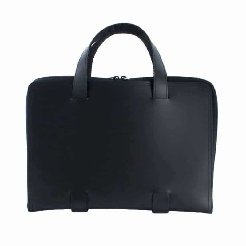 Black Oliver laptop bag made of regenerated leather.