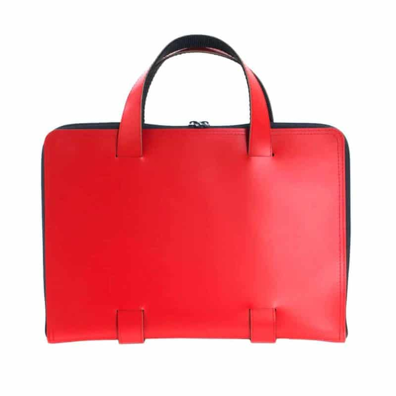 Red Oliver laptop bag made of regenerated leather.