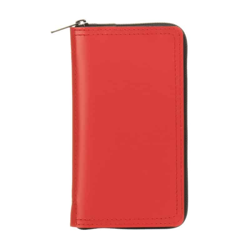 Punainen uusionahkakotelo taskukalenterille.